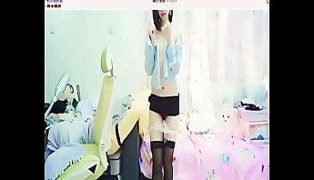 眼鏡娘一對多視訊女主播大腿黑絲襪性感秀舞,一對多視訊、主播、大腿絲襪、女主播、眼鏡娘、秀舞、絲襪控、美腿、視訊、黑絲襪成人影片、免費A片