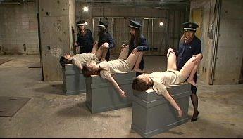 日本女子監獄SM虐待,真實事件喜劇改編,典獄長女女多P做愛、女同志放尿調教,有蠶寶寶爬蟲,不喜勿進,SM虐待、做愛、吊襪帶、多P、大腿絲襪、女同志、女女、放尿、日本、調教、透膚黑絲襪、黑絲襪成人影片、免費A片