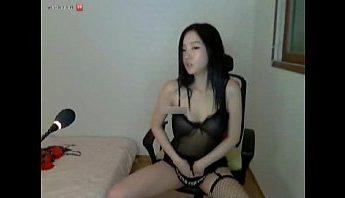 韓國BJ朴妮唛性感和服情趣脫衣秀舞幫奶子上嬰兒油,和服、朴妮唛、秀舞、脫衣秀、韓國、韓國BJ、韓國直播成人影片、免費A片