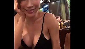 台灣巨乳FB正妹女主播辛尤里台北Pub沒穿內衣和粉絲們喝雞尾酒美女爆乳喬奶手機直播,FB正妹、主播、台北、台灣、女主播、嫩模、巨乳、成人直播、手機直播、正妹、爆乳、直播、網紅、網紅女主播、美女、辛尤里成人影片、免費A片
