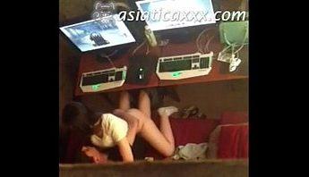 男女網友在台灣電玩遊戲網咖開包廂約炮打怪做愛,被二樓維修工作人員手機偷拍性愛短片流出,做愛、偷拍、台灣、性愛短片、約炮成人影片、免費A片