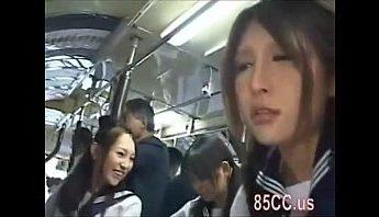 日本水手服制服女高生遇上電車癡漢集團強制猥褻摳穴,被逼口交無套做愛,做愛、制服、口交、摳穴、日本、水手服、無套做愛、猥褻、電車癡漢成人影片、免費A片