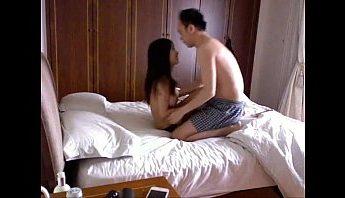 李宗瑞和小模Mia性愛短片流出,邊看A片邊揉乳到幹起來,偷拍、名人、小模、性愛短片、性愛自拍、揉乳、李宗瑞、無套做愛、無套插入、自拍、艷照門成人影片、免費A片