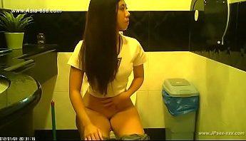 公廁針孔攝影偷拍盜攝流出,發現台灣女孩上廁所放尿完都不好好洗手~,偷拍、公廁、台灣、放尿、盜攝、針孔攝影成人影片、免費A片