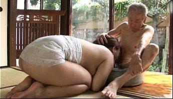 硬不起來的尿失禁老色鬼繼父想盡辦法玩弄調教巨乳養女,乳壓、口交、失禁、巨乳、父女亂倫、繼父、老色鬼、調教、養女成人影片、免費A片