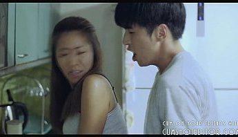 韓國小鮮肉把死黨的美魔女人妻小媽在廚房給上了,人妻、廚房、美魔女、韓國成人影片、免費A片